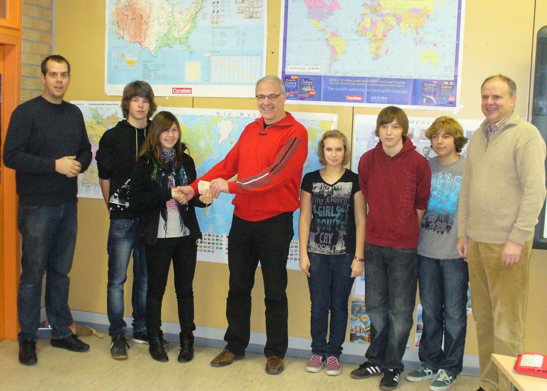 Als Anerkennung für die geleistete Arbeit erhalten die Jugendlichen eine Finanzspritze von 100 € zur Ausstattung des Jugendraumes.
