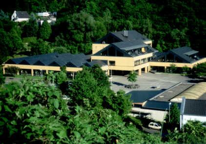 Luftbild der Konrad-Adenauer-Schule Treis-Karden