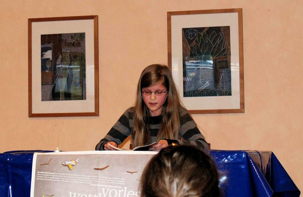 Romina vertrat uns vorbildlich beim Vorlesewettbewerb