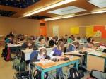 """Schüler pauken die """"irregular verbs"""" für die Notleidenden in Japan"""