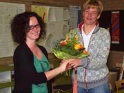 Einen Blumenstrauß und viele Glückwünsche konnte Petra Schallenberger, die fünffache Weltmeisterin im Ergometer-Rudern, auch vom Kollegium entgegennehmen.