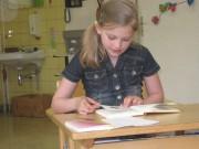 """Chiara Sailler hatte bei den dritten Klassen mit einem Text aus dem Kinderbuch """"Conny und Co."""" am Ende die Nase vorn."""