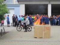 Eine praktische Löschübung bewies das Leistungsvermögen der jungen Feuerwehrleute.