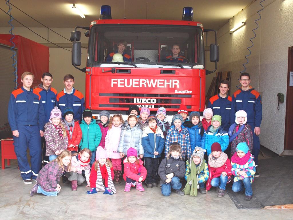 Kindergarten besuchte Feuerwehrklasse