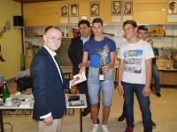 Schulleiter Eugen Herrmann und die Schüler bedankte sich bei Joachim Engel. Der Afghanistan-Experte hielt in der Konrad-Adenauer-Schule einen beeindruckenden Vortrag.