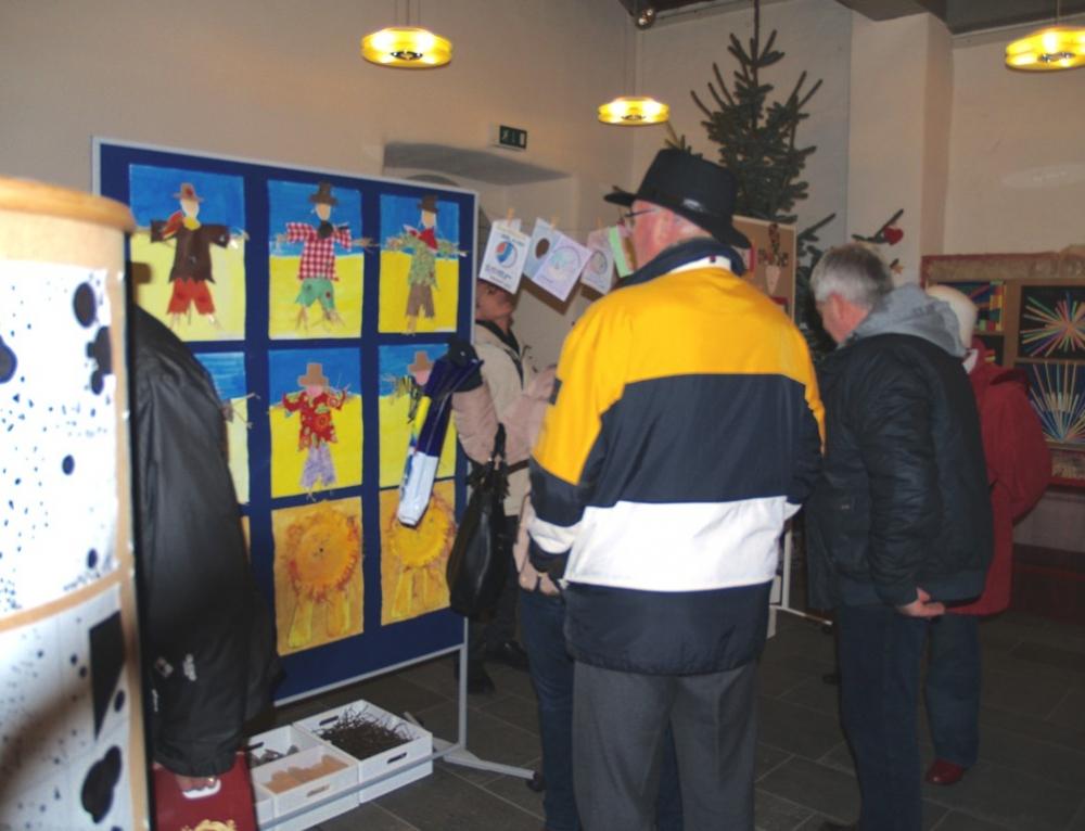 Kunstausstellung und Weihnachtsbasteleienverkauf der Grund- und Realschule plus