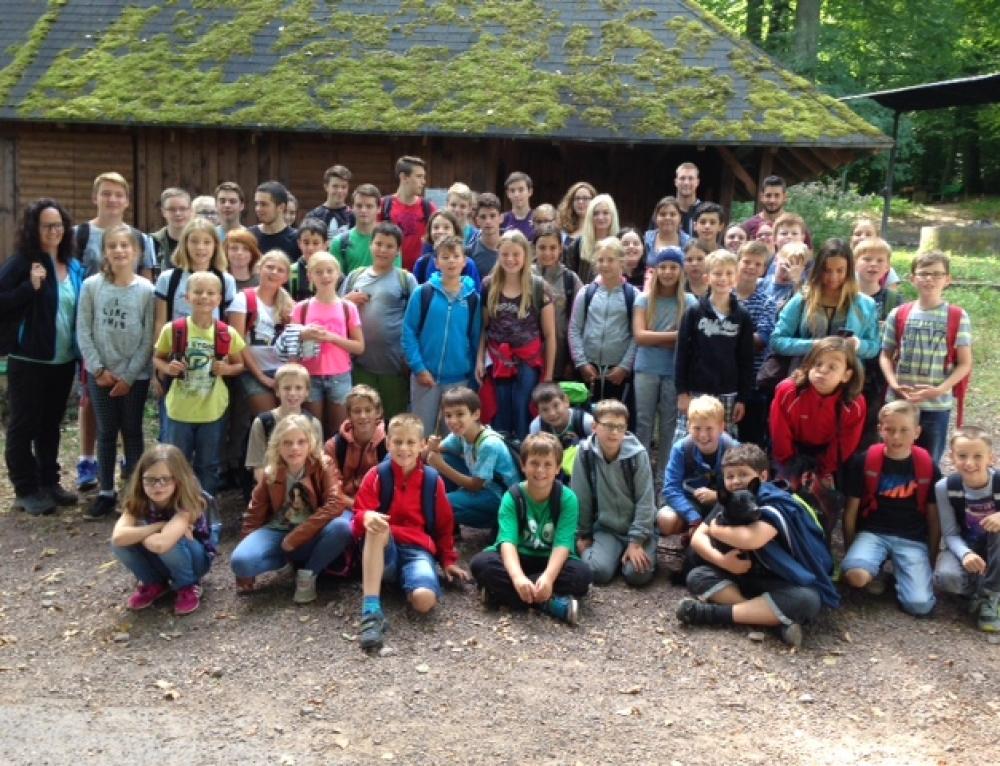 Gemeinsamer Wandertag der 5. Klassen mit den Paten aus der 10. Klasse