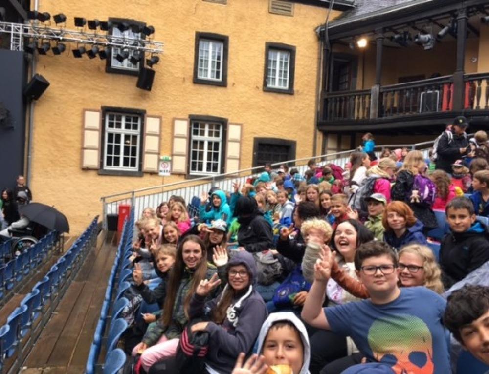 Fünftklässler zu Besuch bei den Burgfestspielen in Mayen