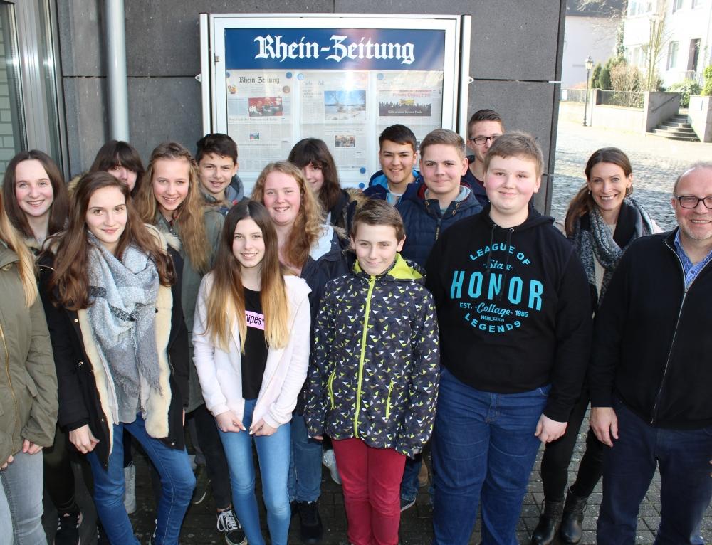 Die Klasse 8b zu Besuch in der Redaktion der Rhein-Zeitung