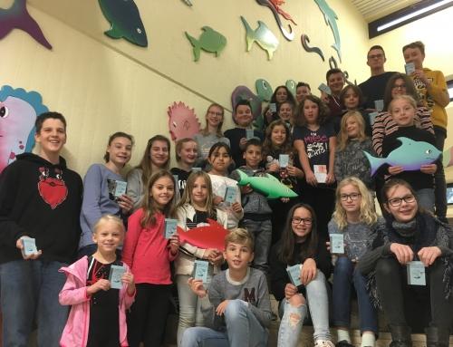 27 Jungen und Mädchen erhalten das Jugendschwimmabzeichen