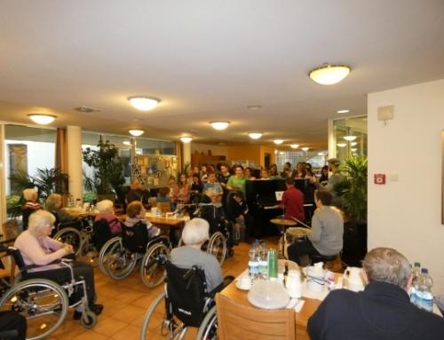 Alle Jahre wieder: Vorweihnachtlicher Besuch im Seniorenheim