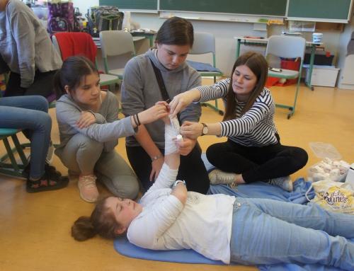 Viertklässler lernen Erste Hilfe